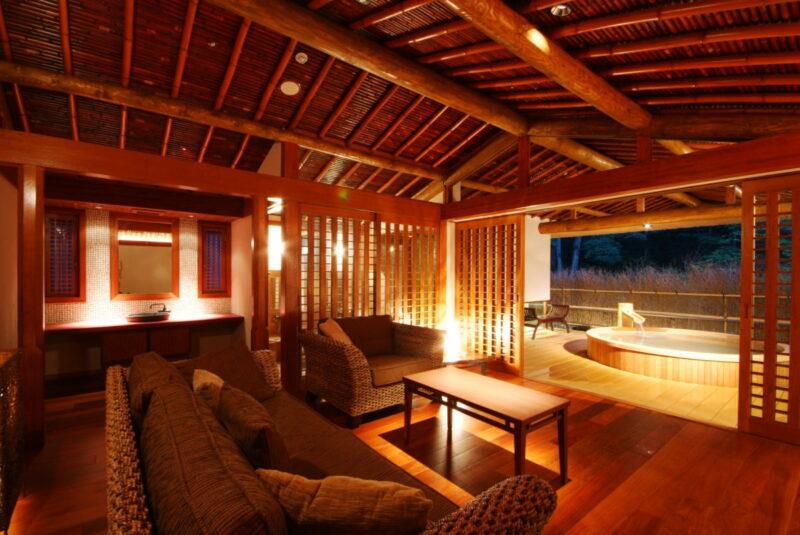 "<alt= ""Hyogo private onsen: Nishimuraya Hotel Shogetsutei at hyogo: Inside"">"