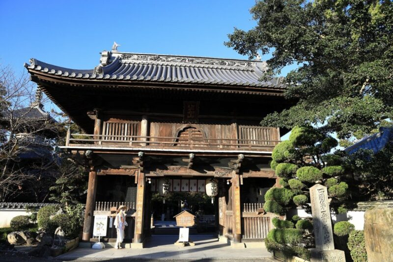 the gate of Ryozenji Temple