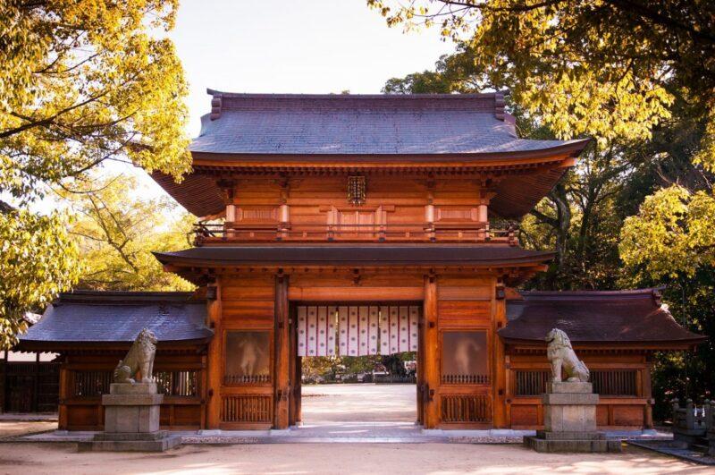 The wooden gate of Oyamazumi Shrine