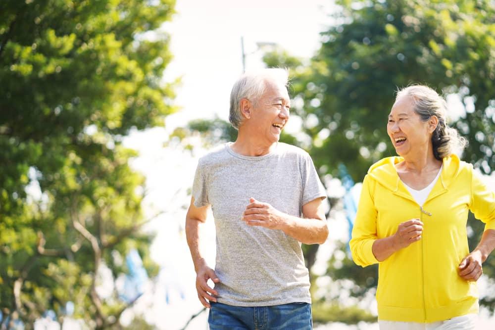 old-couple-running