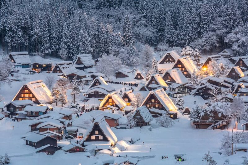 shirakawago-light-snowfall-gifu-chubu-japan